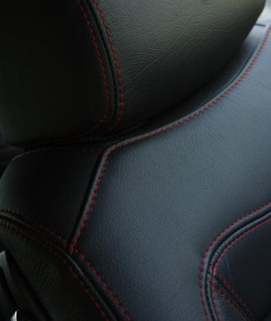 Maserati-GranTurismo-S-MC-Sportline-detail-sieges_zoom.jpg